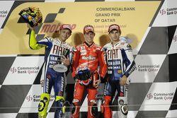 Podio: ganador de la carrera Casey Stoner, Ducati Marlboro Team, segundo lugar Valentino Rossi, Fiat