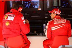 Rob Smedly, Scuderia Ferrari, Track Engineer of Felipe Massa and Felipe Massa, Scuderia Ferrari