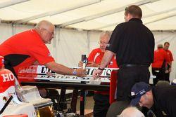 Les officiels des IndyCar Series au travail