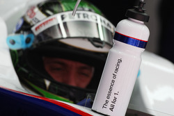 Nick Heidfeld, BMW Sauber F1 Team, drinking bottle