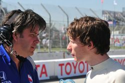 Mike Conway talks with his engineer