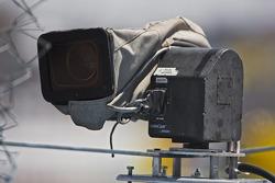 Une caméra à l'écart à l'extérieur du virage 2 du Phoenix International Raceway