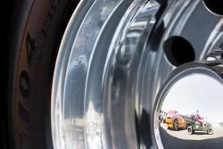 Reflet dans une roue de camion