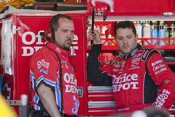 Tony Stewart, Stewart-Haas Racing Chevrolet avec son chef mécano Darion Grubb