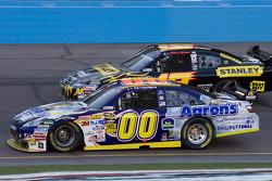 David Reutimann, Michael Waltrip Racing Toyota, Elliott Sadler, Richard Petty Motorsports Dodge