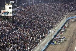 Kurt Busch, Penske Racing Dodge, leads the field on a restart