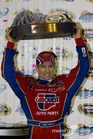 Victory lane : le vainqueur Mark Martin, Hendrick Motorsports Chevrolet