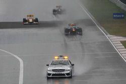 Inicio de la carrera detrás del coche de seguridad