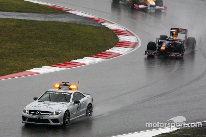 Sebastian Vettel, Red Bull Racing detrás del coche de seguridad