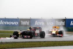 Sebastien Buemi, Scuderia Toro Rosso leads Fernando Alonso, Renault F1 Team