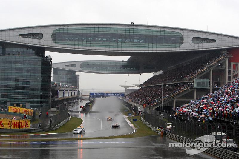 Safety car à frente dos carros da F1