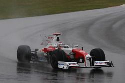 Jarno Trulli, Toyota Racing perdiendo su alerón trasero