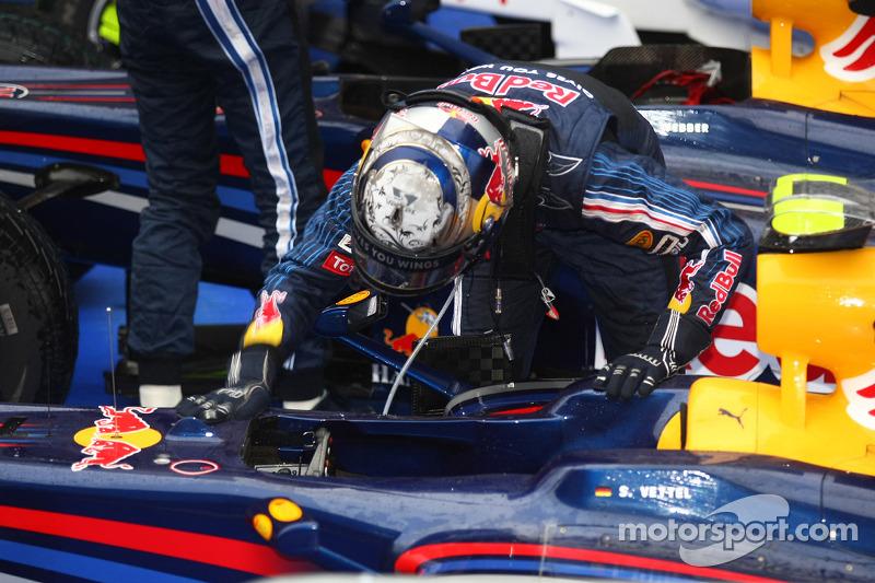 Ganador de la carrera Sebastian Vettel, Red Bull Racing, celebra