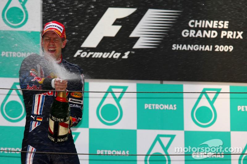 Vettel comemora vitória na China em 2009