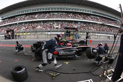 Pit stop for Federico Leo