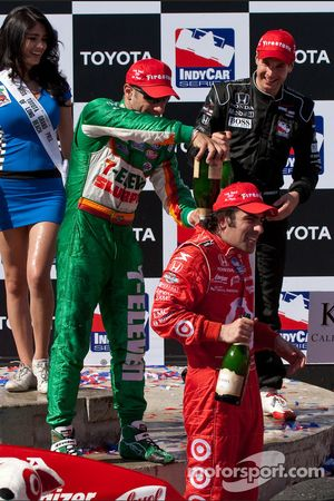 Podium: champagne for race winner Dario Franchitti, Target Chip Ganassi Racing, second place Will Po