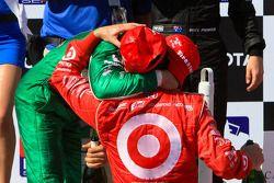 Podium: race winner Dario Franchitti, Target Chip Ganassi Racing, third place Tony Kanaan, Andretti