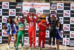 Podium: race winner Dario Franchitti, Target Chip Ganassi Racing, second place Will Power, Team Penske, third place Tony Kanaan, Andretti Green Racing