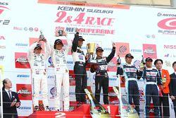 GT300 podium: class winners Mitsuhiro Kinoshita and Masami Kageyama, second place Nobuteru Tanigichi