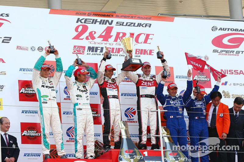 GT500 podium: class and overall winners Yuji Tachikawa and Richard Lyons, second place Juichi Wakisa