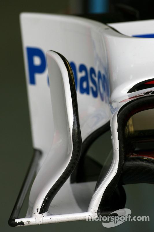 Toyota F1 Team ön kanat detay