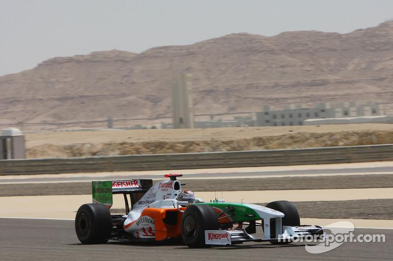 В первую семерку, которая уместилась в 0,4 секунды, вошли гонщики шести разных команд, в том числе и Адриан Сутиль из Force India – к Бахрейну команда, не заработавшая годом ранее ни одного очка, обновила переднее крыло и диффузор