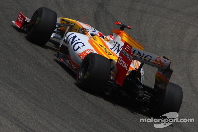 Пару десятых Росбергу уступил Фернандо Алонсо, который продолжал выступления за Renault после расставания с McLaren в конце 2007-го