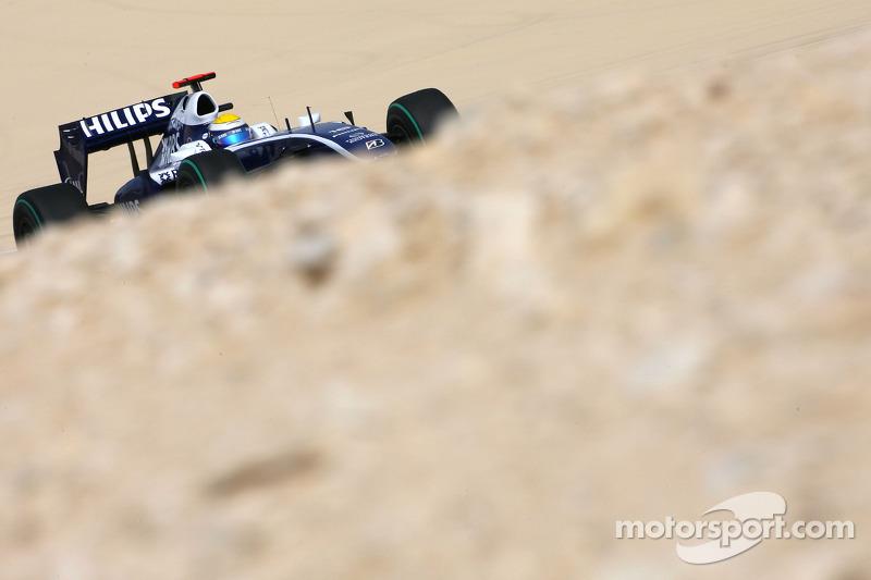 По скорости лучшим стал Нико Росберг из Williams. Стоит добавить, что в то время уик-энд в Бахрейне еще проходил по традиционному расписанию – в самое полуденное пекло