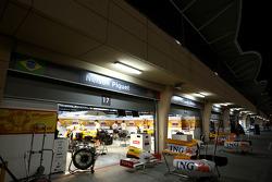 pitlane, night, Nelson A. Piquet, Renault F1 Team