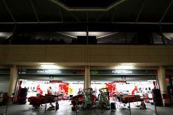 pitlane, night, garajı, Scuderia Ferrari