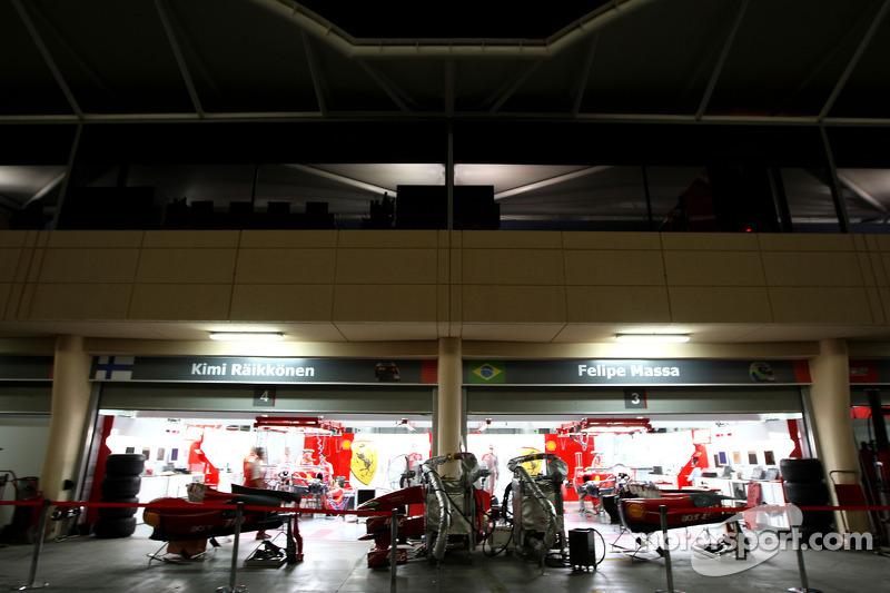 Ferrari и эта пятница не принесла позитивных эмоций – ее пилоты стали по итогам дня только 16-м и 18-м…