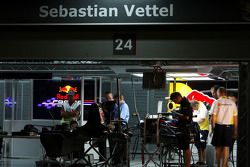 pitlane, night, garajı, Sebastian Vettel, Red Bull Racing