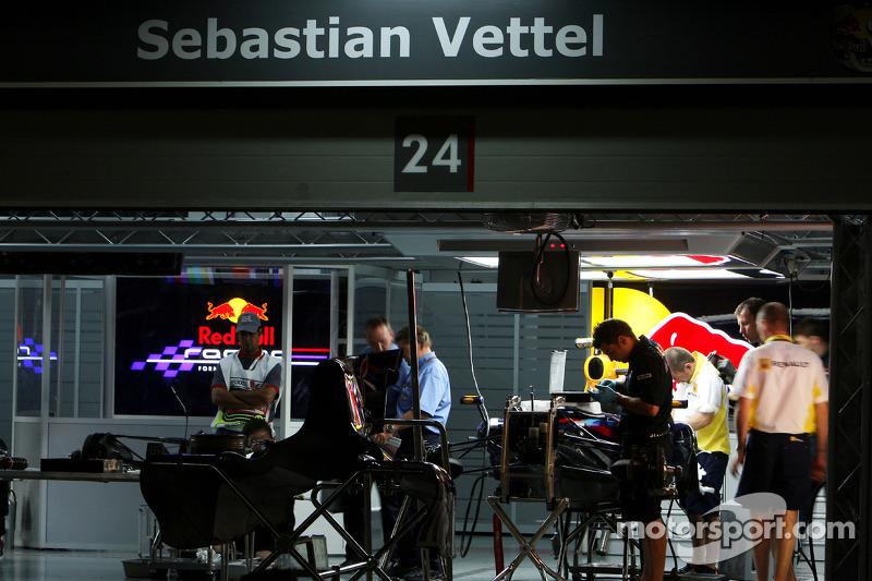 Вечером FIA опубликовала стартовый вес каждой машины. Для Red Bull Феттеля он составил 659 кг, для Brown Баттона – 652,5. У Toyota цифры были заметно меньше: Трулли – 648,5, Глок – всего 643 кг