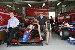 Giedo Van der Garde avec Paul Jackson, iSport Team Principal