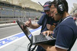 Un ingénieur de Piquet Sport au travail
