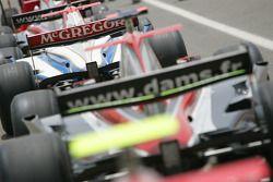 Les monoplaces du GP2 Asia alignées dans la pitlane