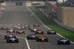 Start of the race, Diego Nunes, Piquet GP and Roldan Rodriguez, Piquet GP