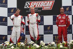 Heinz-Harald Frentzen, Team Lavaggi, deuxième ; Johnny Herbert, JMB, vainqueur; Vitantonio Liuzzi troisième pilote Force India F1, troisième