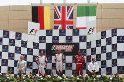 Heinz-Harald Frentzen, Team Lavaggi, deuxième ; Johnny Herbert, JMB, vainqueur; Vitantonio Liuzzi t