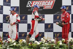 Heinz-Harald Frentzen, Team Lavaggi, deuxième; Johnny Herbert, JMB, vainqueur ; Vitantonio Liuzzi, UP Team, troisième