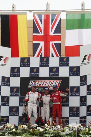 Heinz-Harald Frentzen Team Lavaggi, deuxième; Johnny Herbert, JMB, vainqueur; Vitantonio Liuzzi, UP Team, troisième