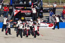 Les membres du Roush Racing fêtent la victoire de David Ragan