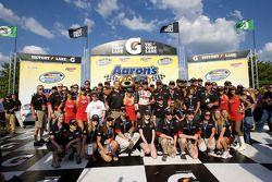 Victory lane : le vainqueur David Ragan célèbre avec son équipe