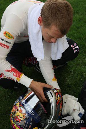 Sebastian Vettel, Red Bull Racing cut something, his, kask