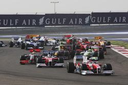 Старт: впереди Тимо Глок и Ярно Трулли, Toyota F1 Team