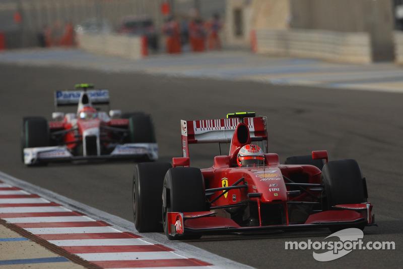 Кими Райкконен наконец-то прервал черную полосу Ferrari, принеся ей хоть какие-то очки за шестое место. Только следом гонку закончил ее первый лидер Глок