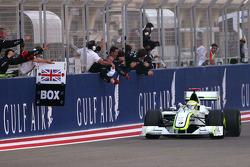 Победитель гонки Дженсон Баттон, Brawn GP celebrates