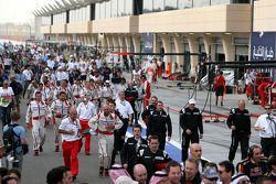 takım elemanları run to Podyum ceremony