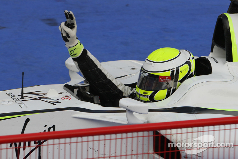 Ganador de la carrera Jenson Button, Brawn GP celebrates