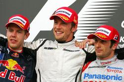 Podium: Sieger Jenson Button, Brawn GP mit Sebastian Vettel, Red Bull Racing und Jarno Trulli, Toyota Racing